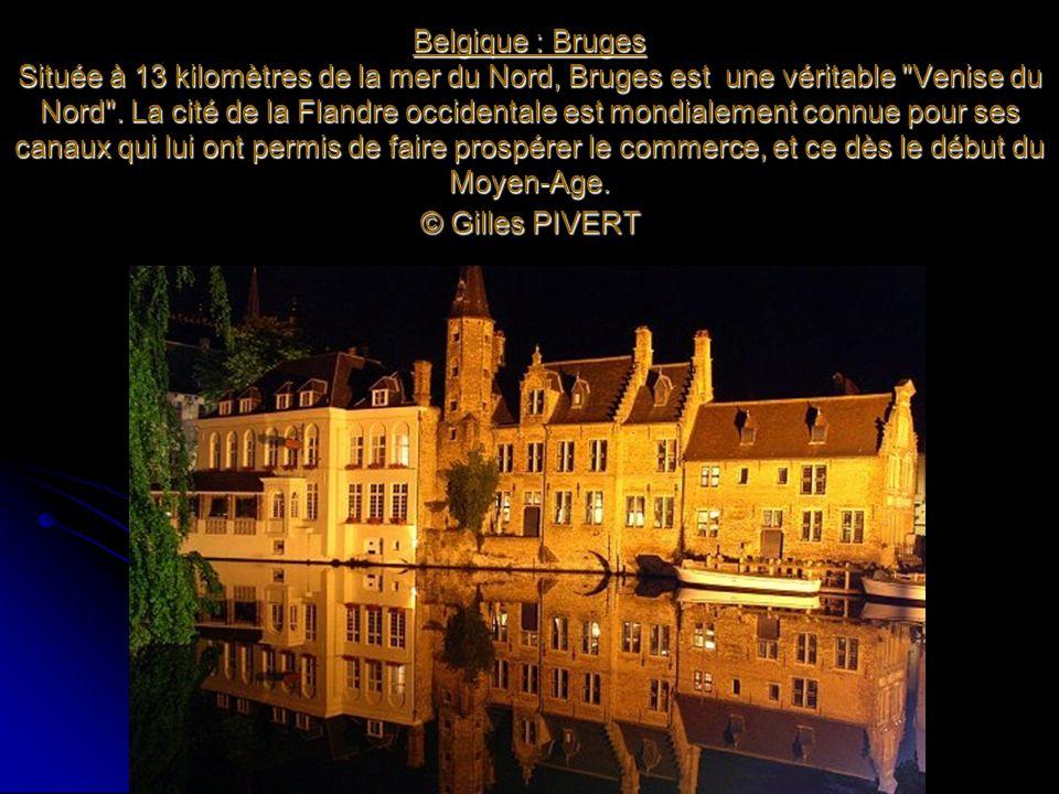 Belgique : Bruges Située à 13 kilomètres de la mer du Nord, Bruges est une véritable Venise du Nord .