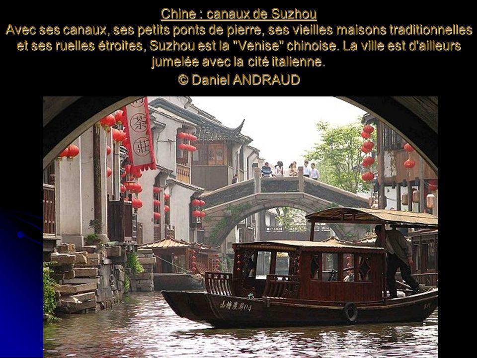 Chine : canaux de Suzhou Avec ses canaux, ses petits ponts de pierre, ses vieilles maisons traditionnelles et ses ruelles étroites, Suzhou est la Venise chinoise.