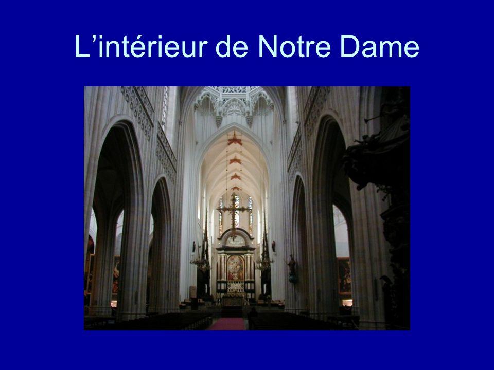 L'intérieur de Notre Dame