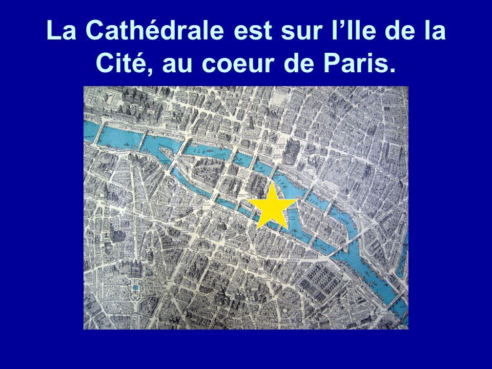 La Cathédrale est sur l'Ile de la Cité, au coeur de Paris.