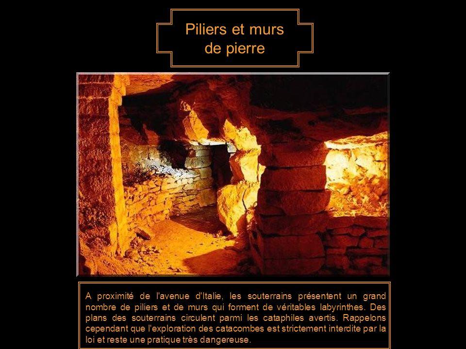 Piliers et murs de pierre