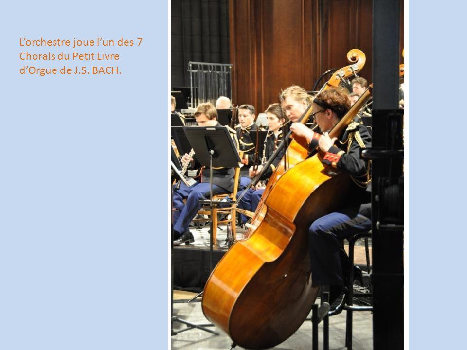 L'orchestre joue l'un des 7 Chorals du Petit Livre d'Orgue de J. S