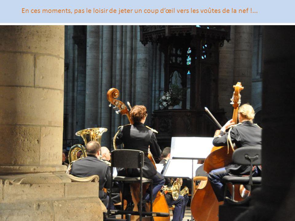 En ces moments, pas le loisir de jeter un coup d'œil vers les voûtes de la nef !...
