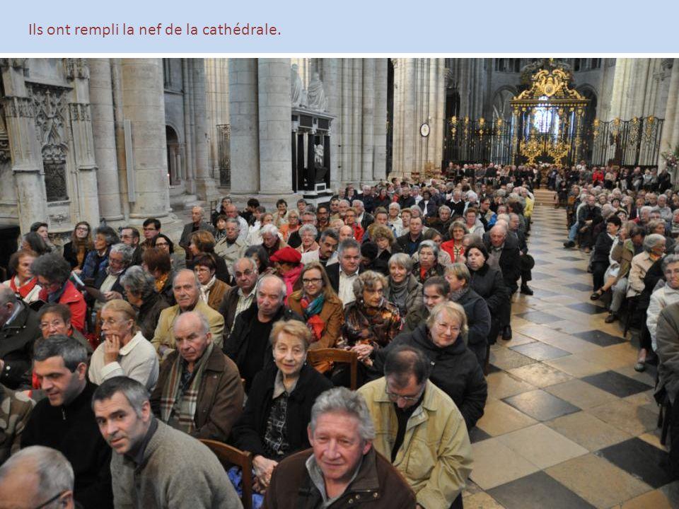 Ils ont rempli la nef de la cathédrale.