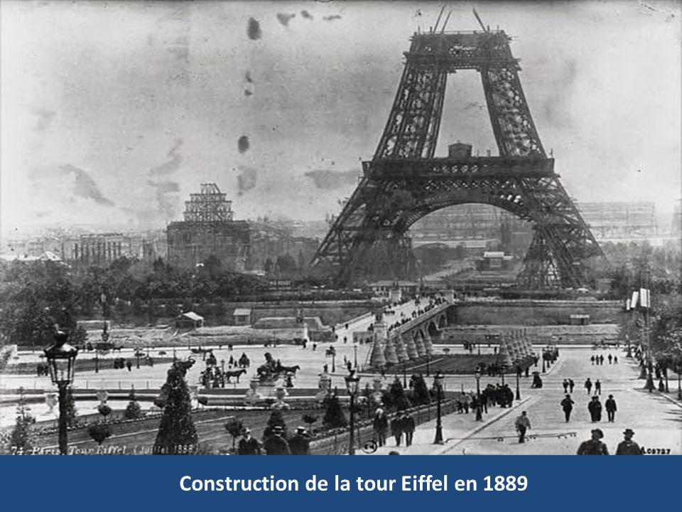 Construction de la tour Eiffel en 1889