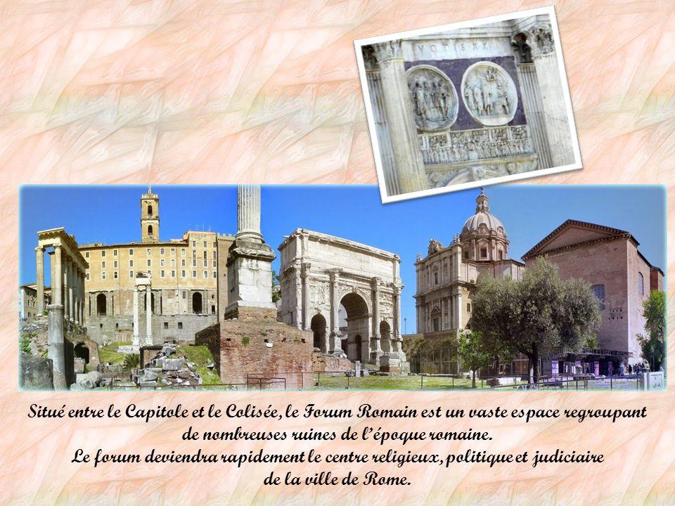 Situé entre le Capitole et le Colisée, le Forum Romain est un vaste espace regroupant de nombreuses ruines de l'époque romaine.