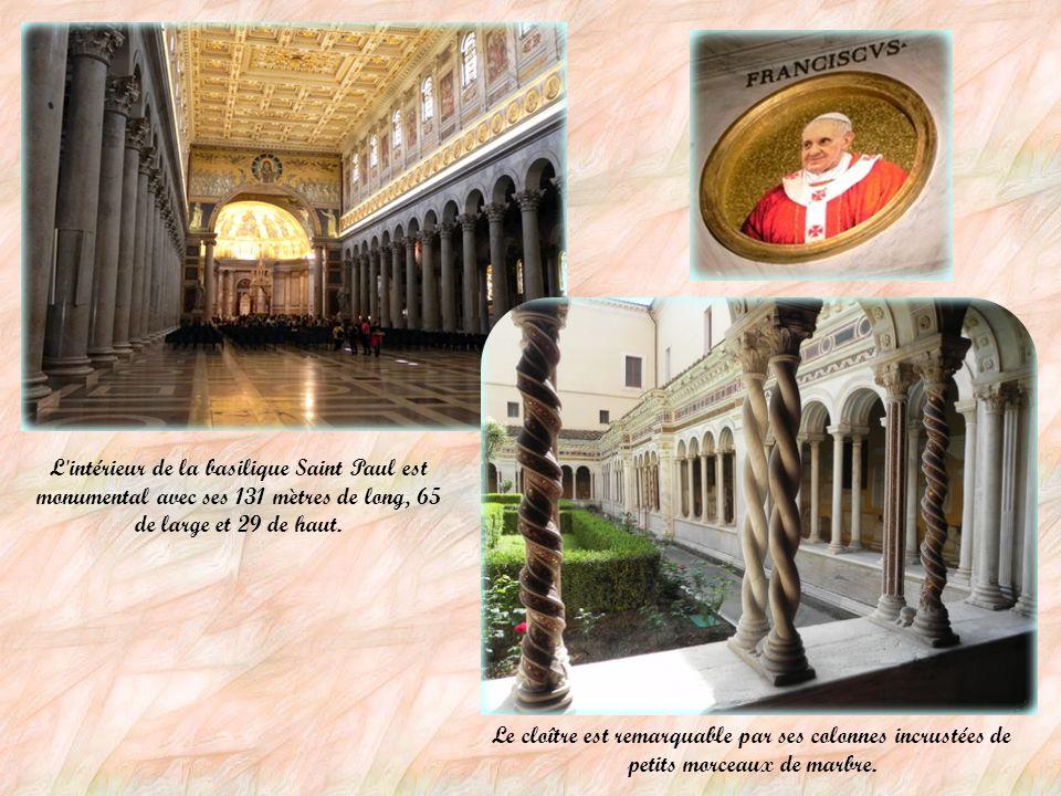 L intérieur de la basilique Saint Paul est monumental avec ses 131 mètres de long, 65 de large et 29 de haut.