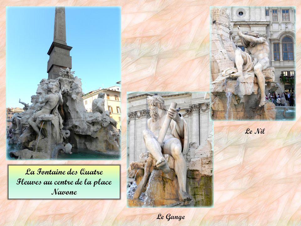 La Fontaine des Quatre Fleuves au centre de la place Navone
