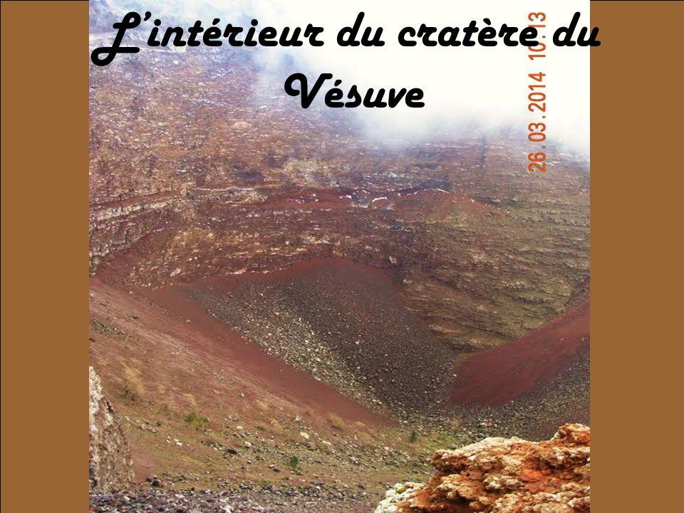 L'intérieur du cratère du