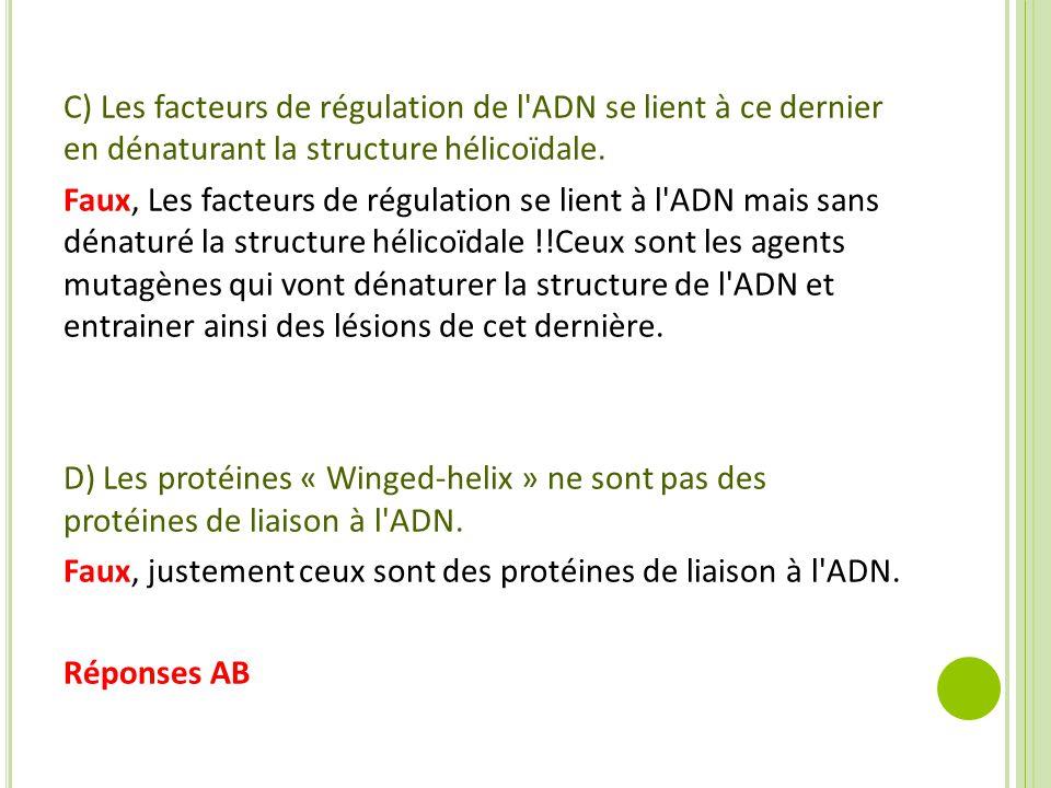 C) Les facteurs de régulation de l ADN se lient à ce dernier en dénaturant la structure hélicoïdale.