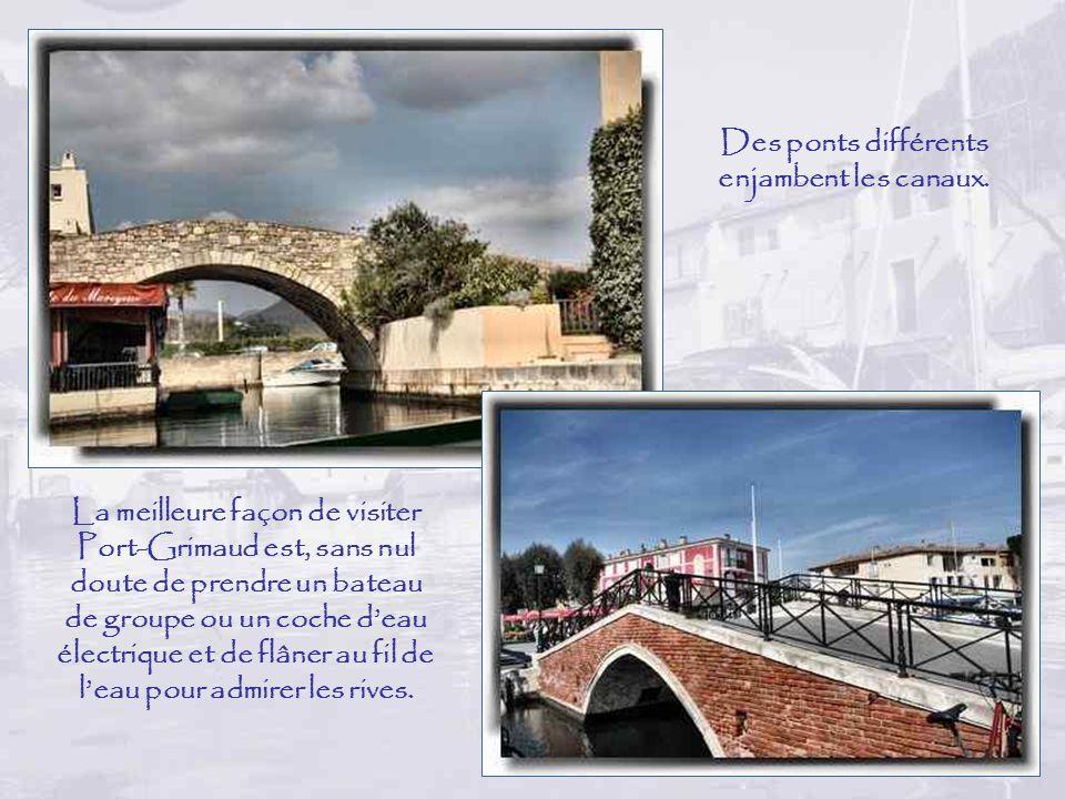 Des ponts différents enjambent les canaux.