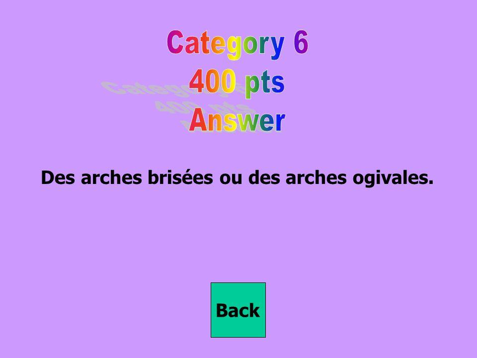 Des arches brisées ou des arches ogivales.