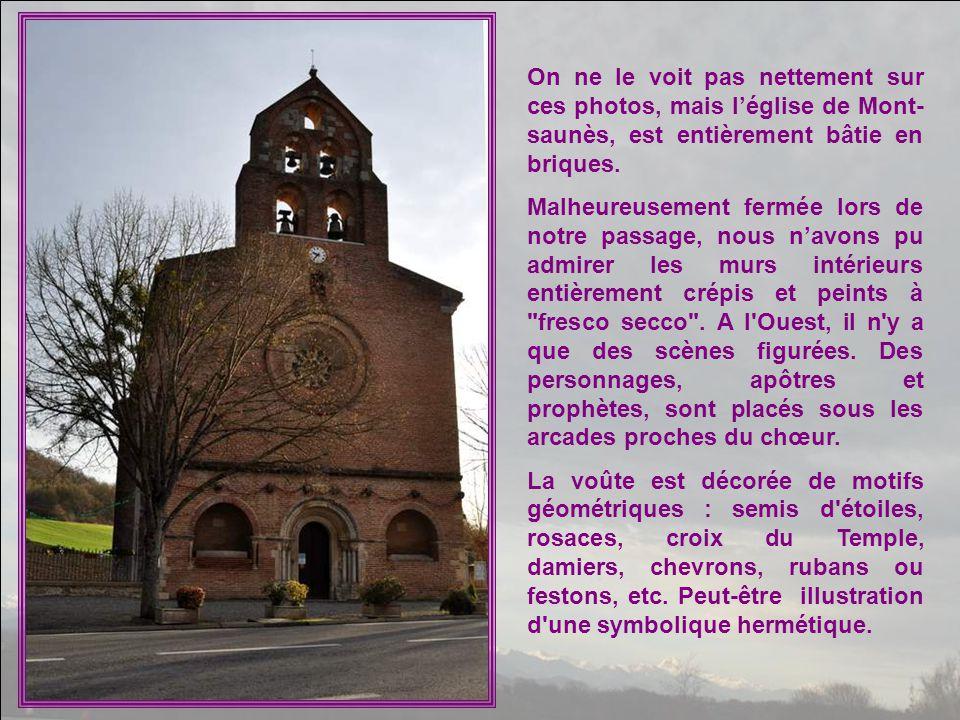 On ne le voit pas nettement sur ces photos, mais l'église de Mont-saunès, est entièrement bâtie en briques.