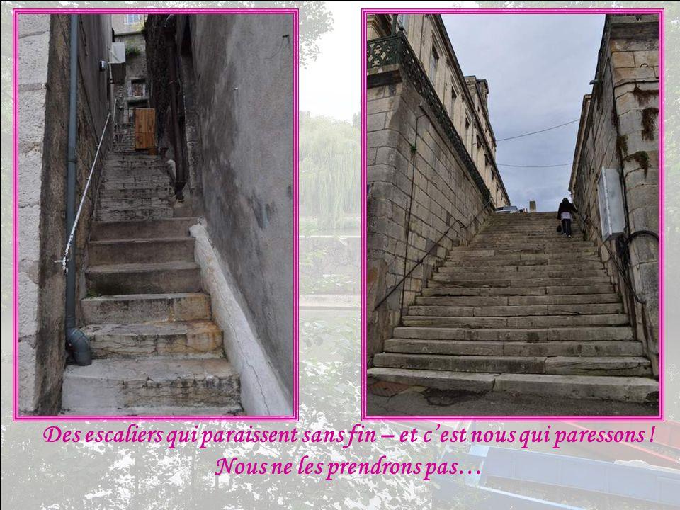 Des escaliers qui paraissent sans fin – et c'est nous qui paressons !