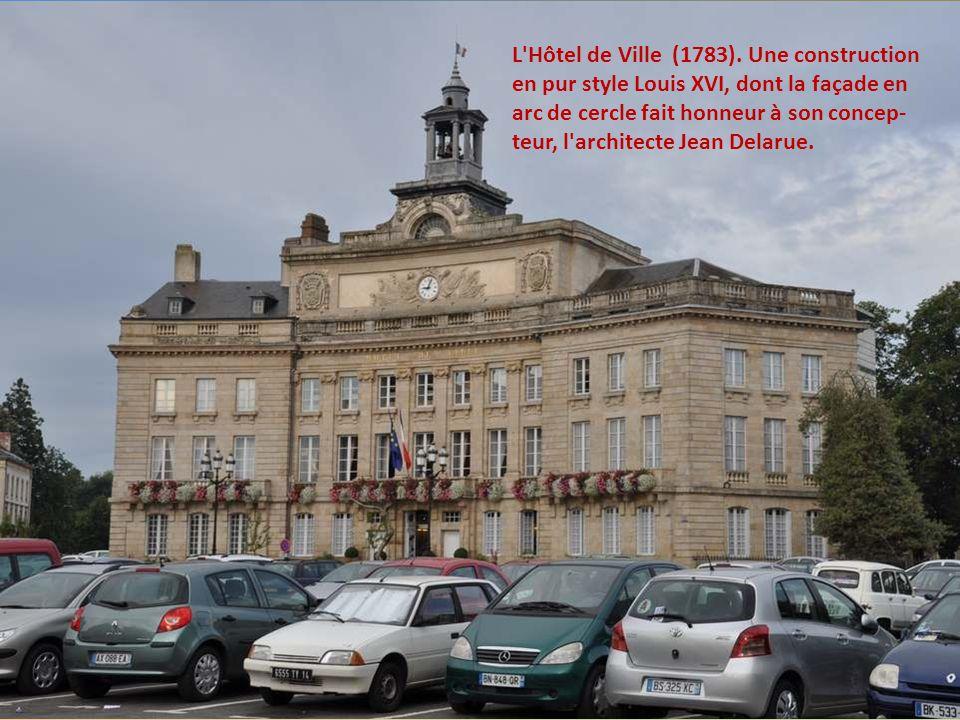 L Hôtel de Ville (1783).
