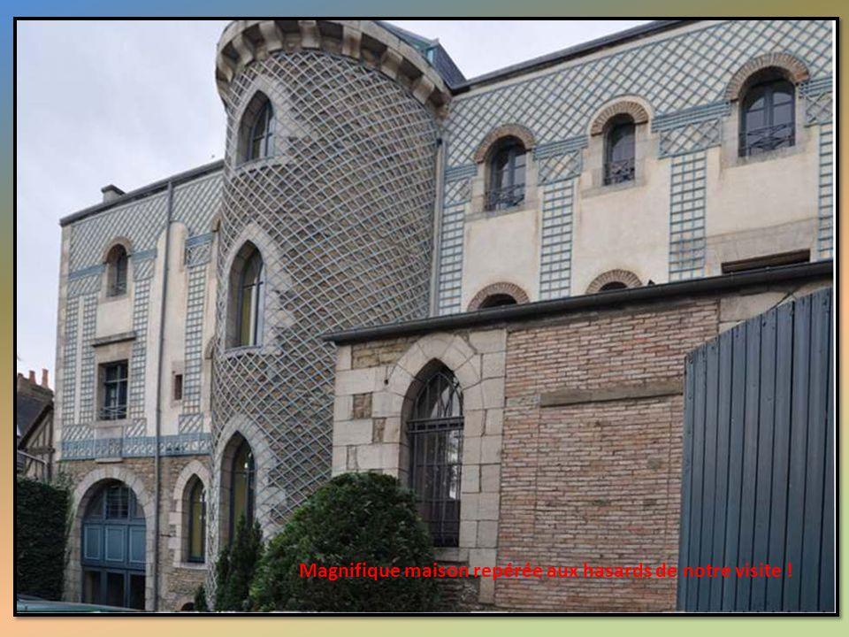 Magnifique maison repérée aux hasards de notre visite !