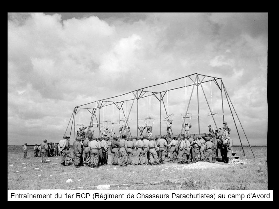 Entraînement du 1er RCP (Régiment de Chasseurs Parachutistes) au camp d Avord