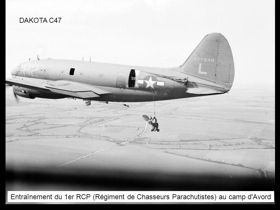 DAKOTA C47 Entraînement du 1er RCP (Régiment de Chasseurs Parachutistes) au camp d Avord