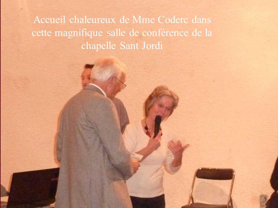 Accueil chaleureux de Mme Coderc dans cette magnifique salle de conférence de la chapelle Sant Jordi