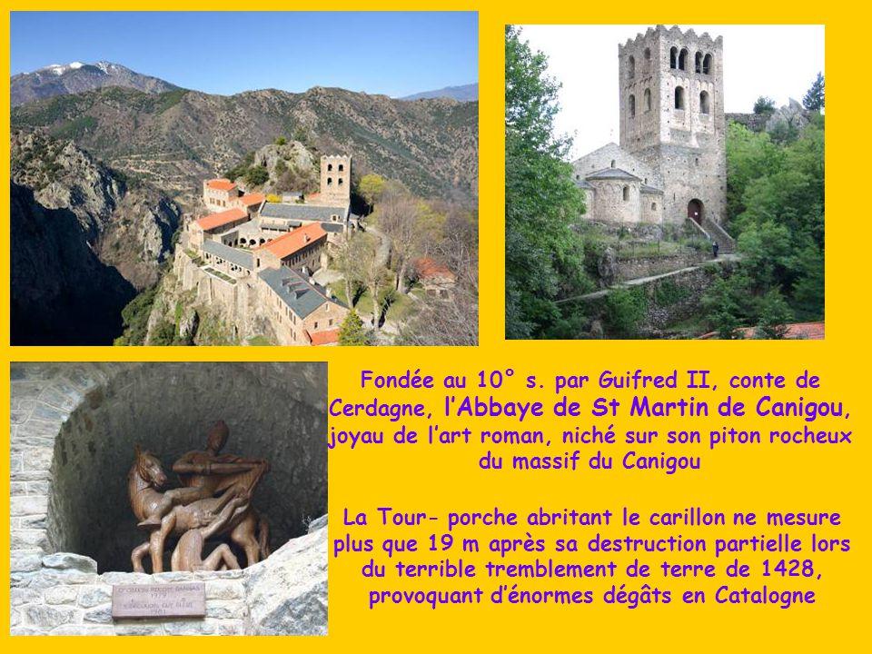 Fondée au 10° s. par Guifred II, conte de Cerdagne, l'Abbaye de St Martin de Canigou, joyau de l'art roman, niché sur son piton rocheux du massif du Canigou