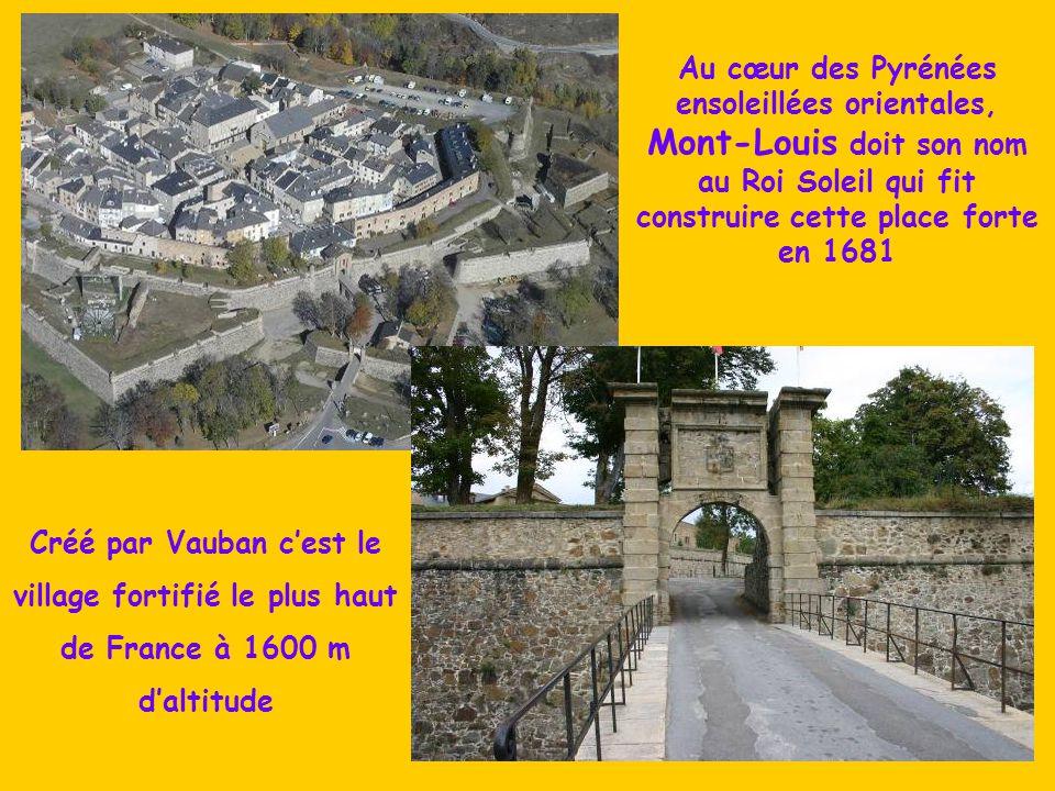 Créé par Vauban c'est le village fortifié le plus haut
