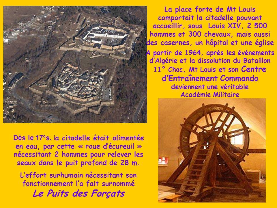 La place forte de Mt Louis comportait la citadelle pouvant accueillir, sous Louis XIV, 2 500 hommes et 300 chevaux, mais aussi des casernes, un hôpital et une église