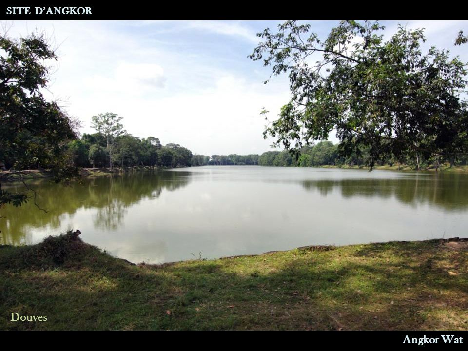 SITE D'ANGKOR Douves Angkor Wat