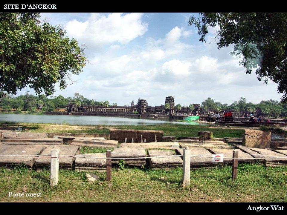 SITE D'ANGKOR Porte ouest Angkor Wat