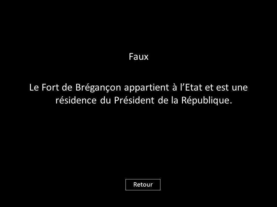 Faux Le Fort de Brégançon appartient à l'Etat et est une résidence du Président de la République.