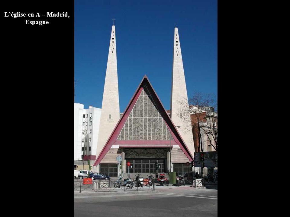 L'église en A – Madrid, Espagne