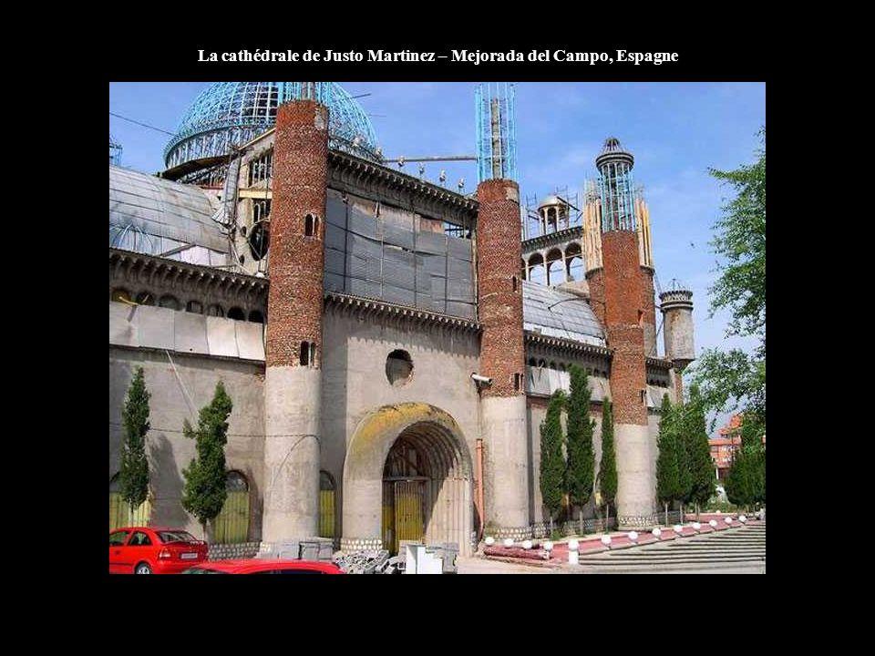 La cathédrale de Justo Martinez – Mejorada del Campo, Espagne