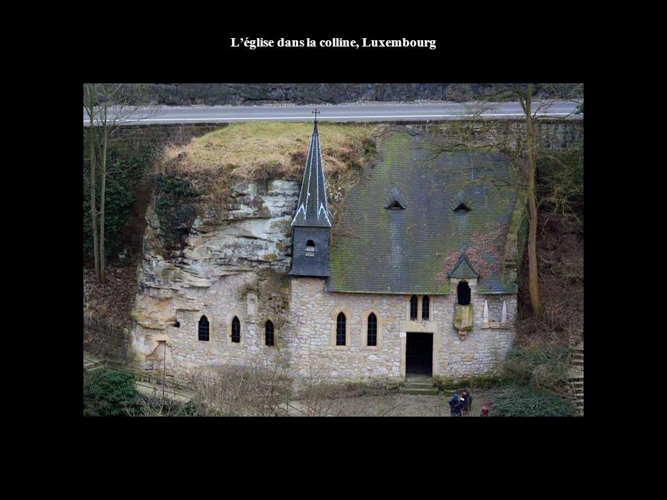 L'église dans la colline, Luxembourg