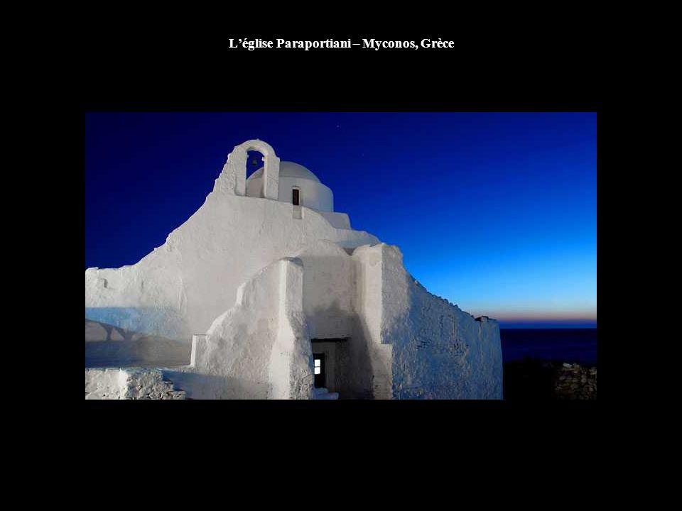 L'église Paraportiani – Myconos, Grèce