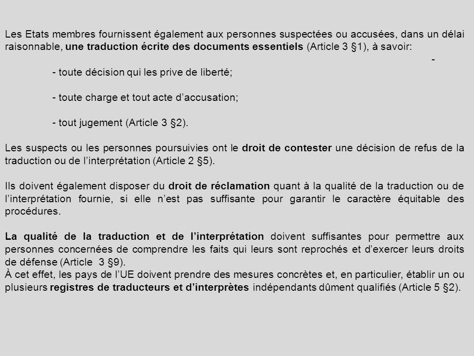 Les Etats membres fournissent également aux personnes suspectées ou accusées, dans un délai raisonnable, une traduction écrite des documents essentiels (Article 3 §1), à savoir: