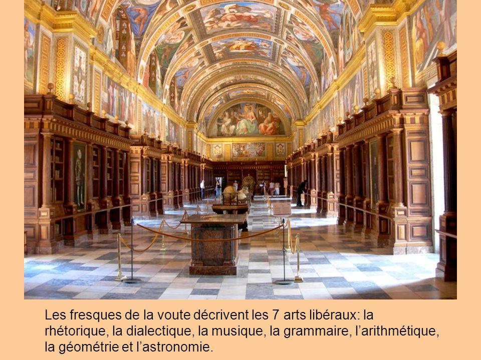Les fresques de la voute décrivent les 7 arts libéraux: la rhétorique, la dialectique, la musique, la grammaire, l'arithmétique, la géométrie et l'astronomie.