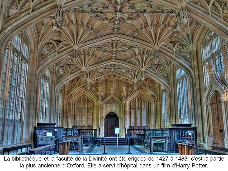 La bibliothèque et la faculté de la Divinité ont été érigées de 1427 à 1483: c'est la partie la plus ancienne d'Oxford. Elle a servi d'hôpital dans un film d'Harry Potter.