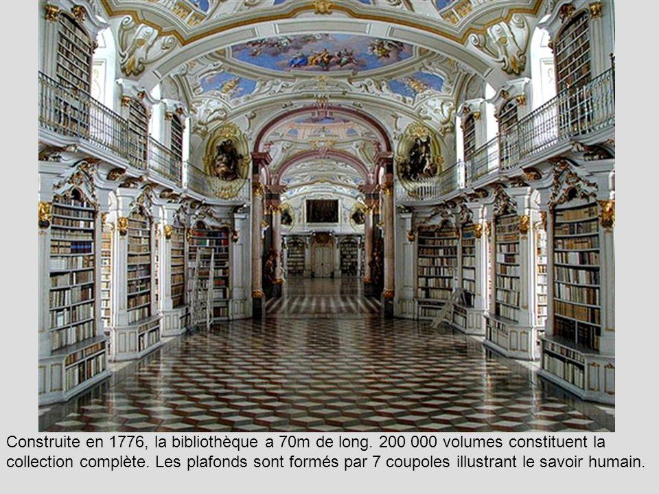 Construite en 1776, la bibliothèque a 70m de long