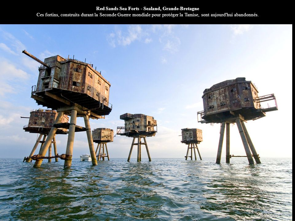 Red Sands Sea Forts - Sealand, Grande-Bretagne Ces fortins, construits durant la Seconde Guerre mondiale pour protéger la Tamise, sont aujourd hui abandonnés.