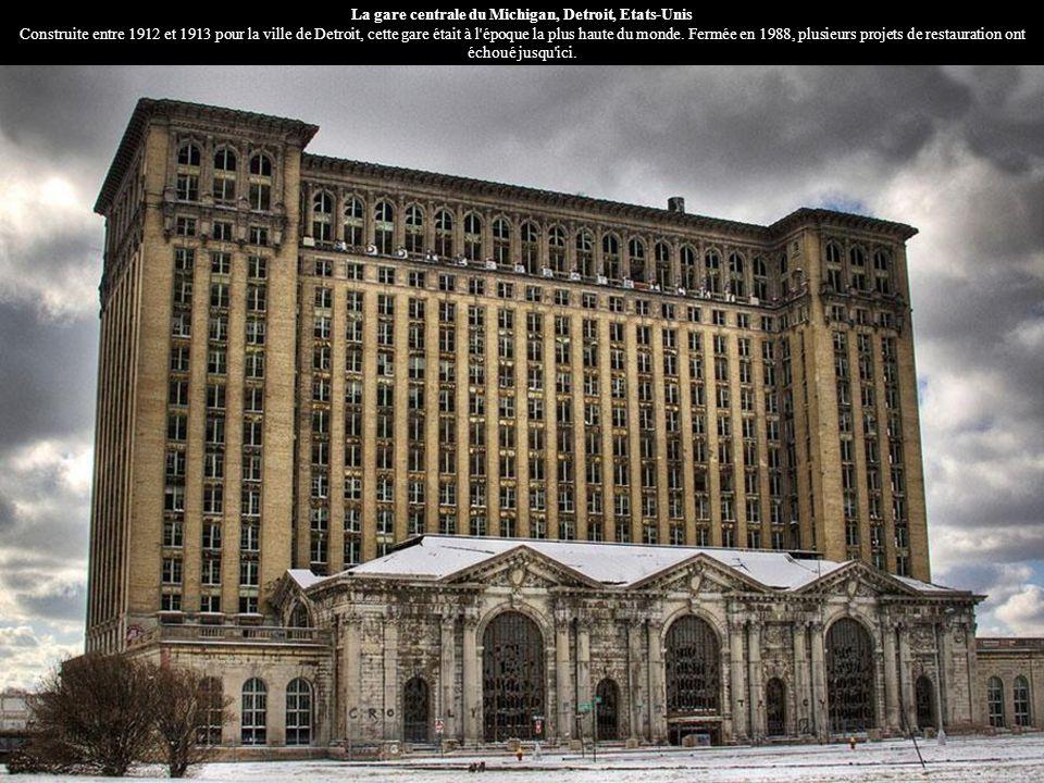 La gare centrale du Michigan, Detroit, Etats-Unis Construite entre 1912 et 1913 pour la ville de Detroit, cette gare était à l époque la plus haute du monde.
