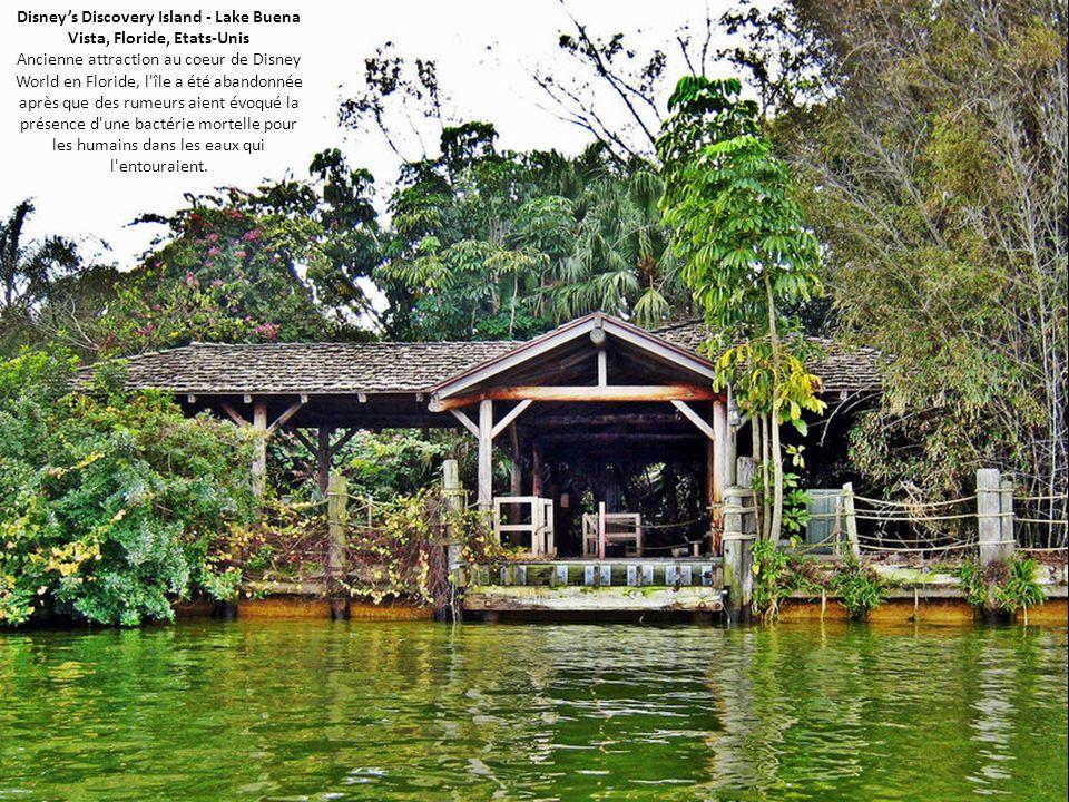 Disney's Discovery Island - Lake Buena Vista, Floride, Etats-Unis Ancienne attraction au coeur de Disney World en Floride, l île a été abandonnée après que des rumeurs aient évoqué la présence d une bactérie mortelle pour les humains dans les eaux qui l entouraient.