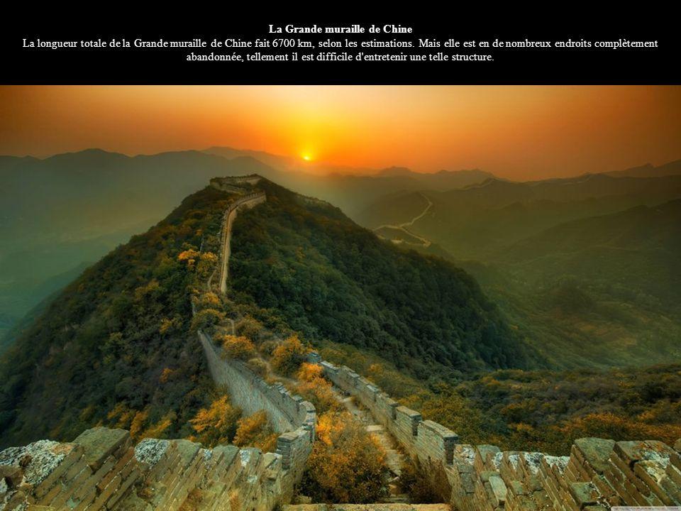 La Grande muraille de Chine La longueur totale de la Grande muraille de Chine fait 6700 km, selon les estimations.
