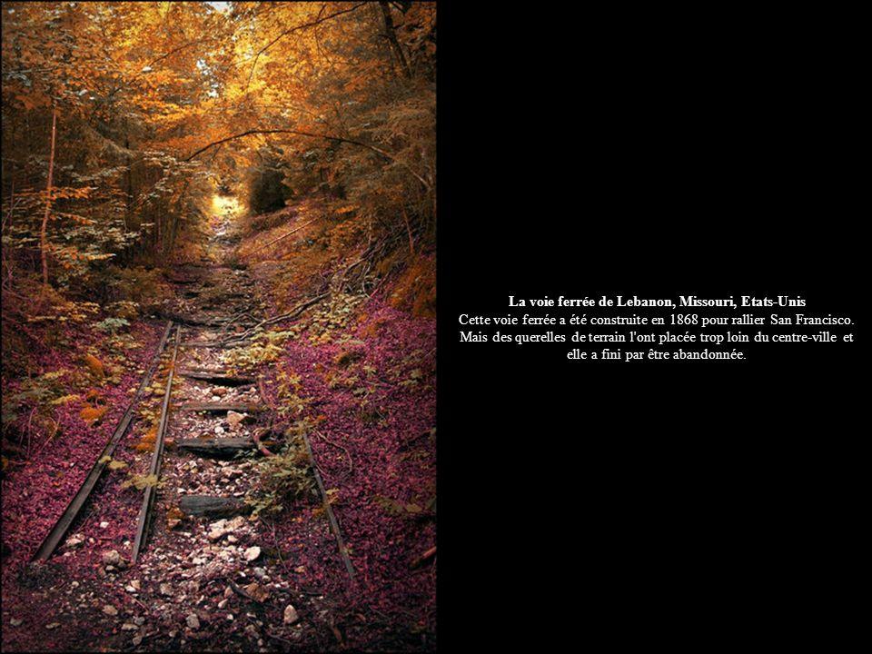La voie ferrée de Lebanon, Missouri, Etats-Unis Cette voie ferrée a été construite en 1868 pour rallier San Francisco.