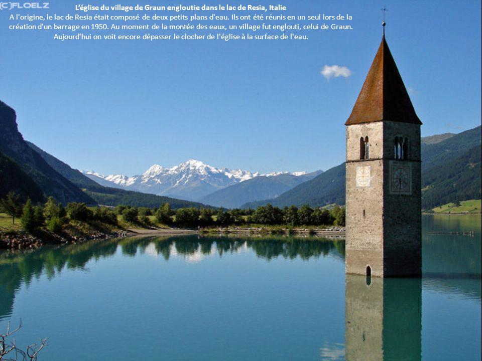 L'église du village de Graun engloutie dans le lac de Resia, Italie A l origine, le lac de Resia était composé de deux petits plans d eau.