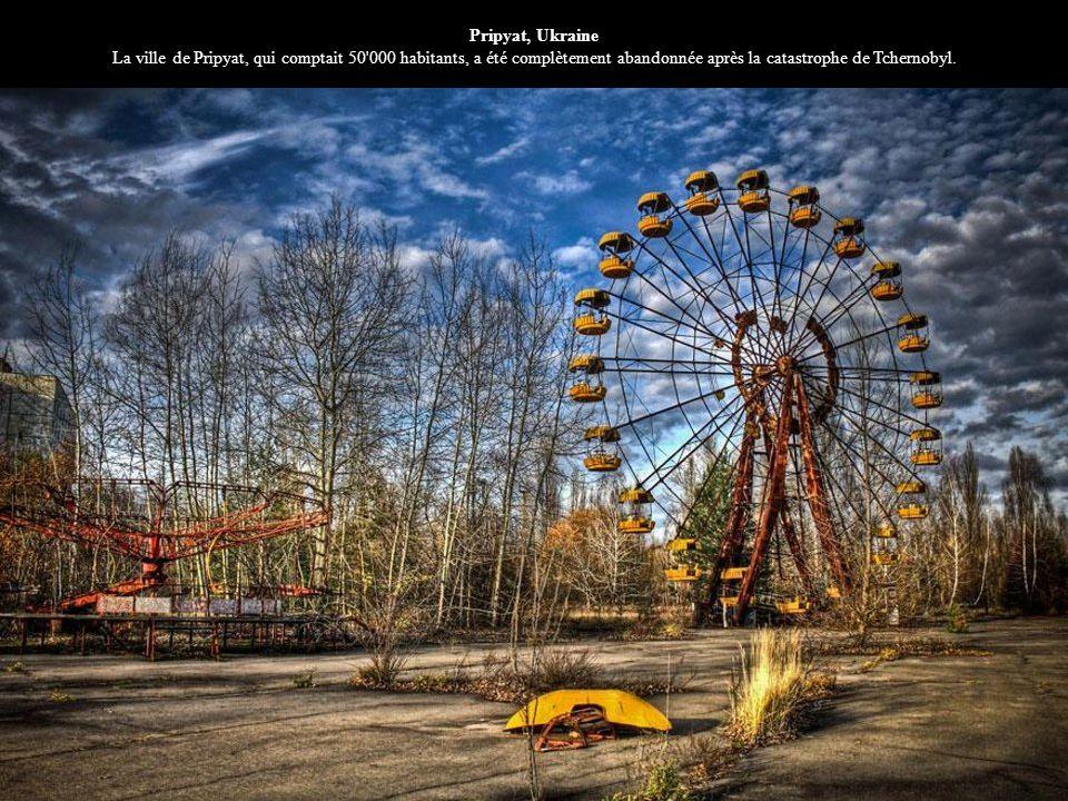 Pripyat, Ukraine La ville de Pripyat, qui comptait 50 000 habitants, a été complètement abandonnée après la catastrophe de Tchernobyl.