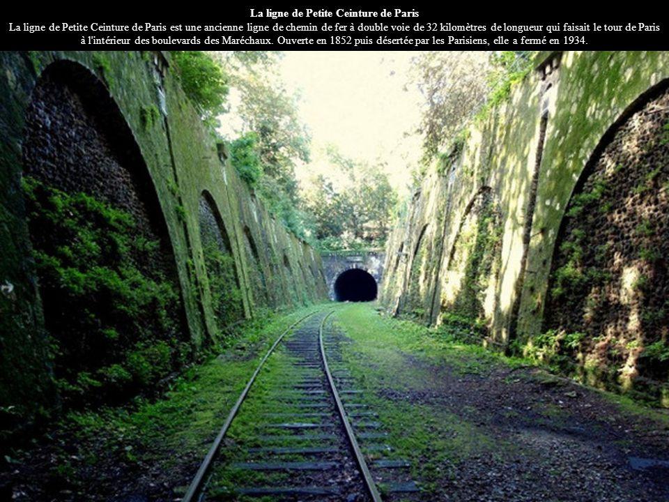 La ligne de Petite Ceinture de Paris La ligne de Petite Ceinture de Paris est une ancienne ligne de chemin de fer à double voie de 32 kilomètres de longueur qui faisait le tour de Paris à l intérieur des boulevards des Maréchaux.