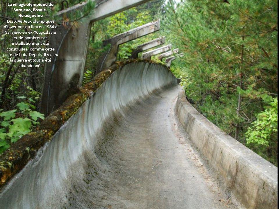 Le village olympique de Sarajevo, Bosnie-Herzégovine Les XIVe Jeux olympiques d hiver ont eu lieu en 1984 à Sarajevo en ex-Yougoslavie et de nombreuses installations ont été construites, comme cette piste de bob.