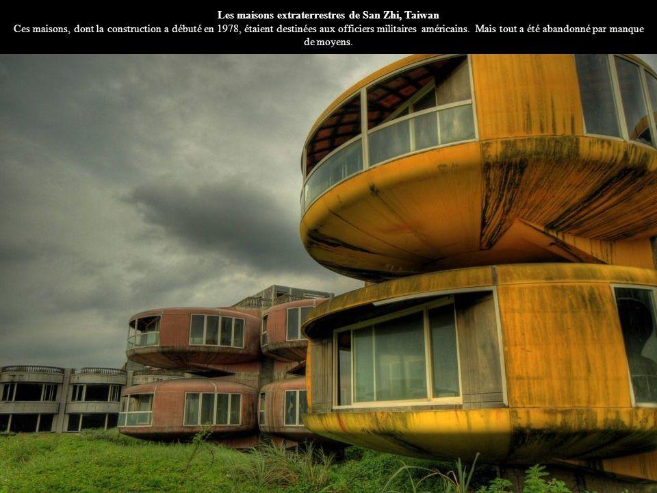 Les maisons extraterrestres de San Zhi, Taiwan Ces maisons, dont la construction a débuté en 1978, étaient destinées aux officiers militaires américains.