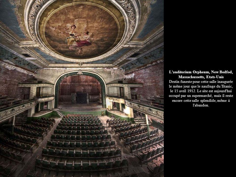 L auditorium Orpheum, New Bedfod, Massachussetts, Etats-Unis Destin funeste pour cette salle inaugurée le même jour que le naufrage du Titanic, le 15 avril 1912.