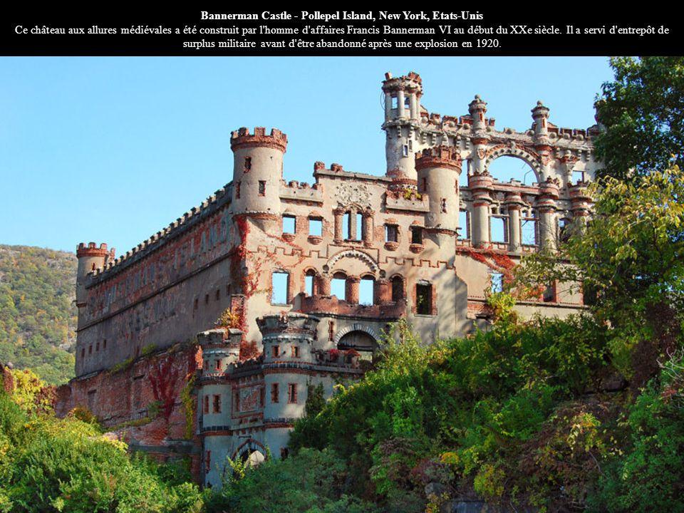 Bannerman Castle - Pollepel Island, New York, Etats-Unis Ce château aux allures médiévales a été construit par l homme d affaires Francis Bannerman VI au début du XXe siècle.