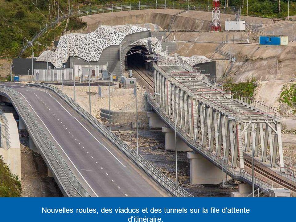 Nouvelles routes, des viaducs et des tunnels sur la file d attente d itinéraire.